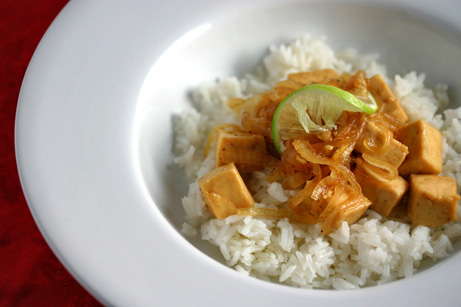 Tofu and Onions In Caramel Sauce