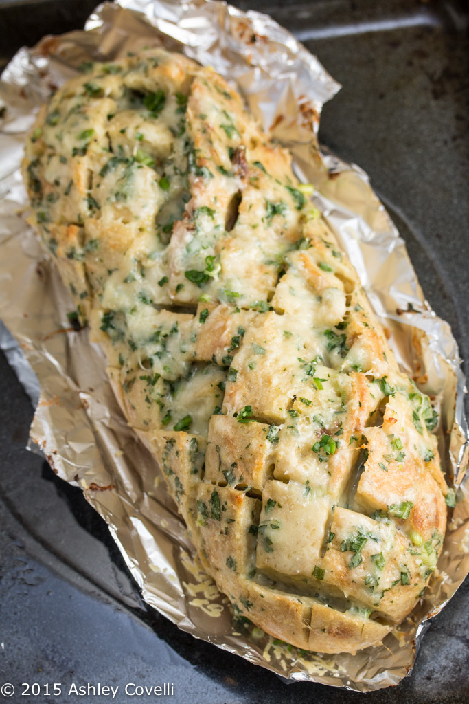 Roasted Garlic Gruyère Pull-Apart Bread