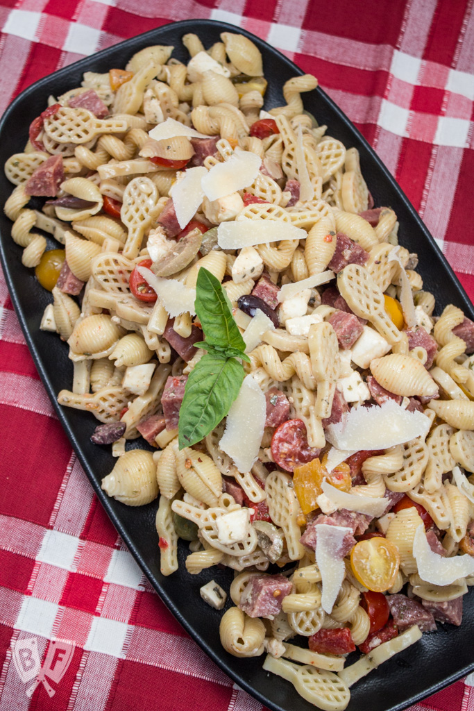 Antipasto Pasta Salad: Bring the fun of an antipasto spread to picnic season with this colorful spin on an Italian favorite + a giveaway from prAna! #StonyfieldBlogger