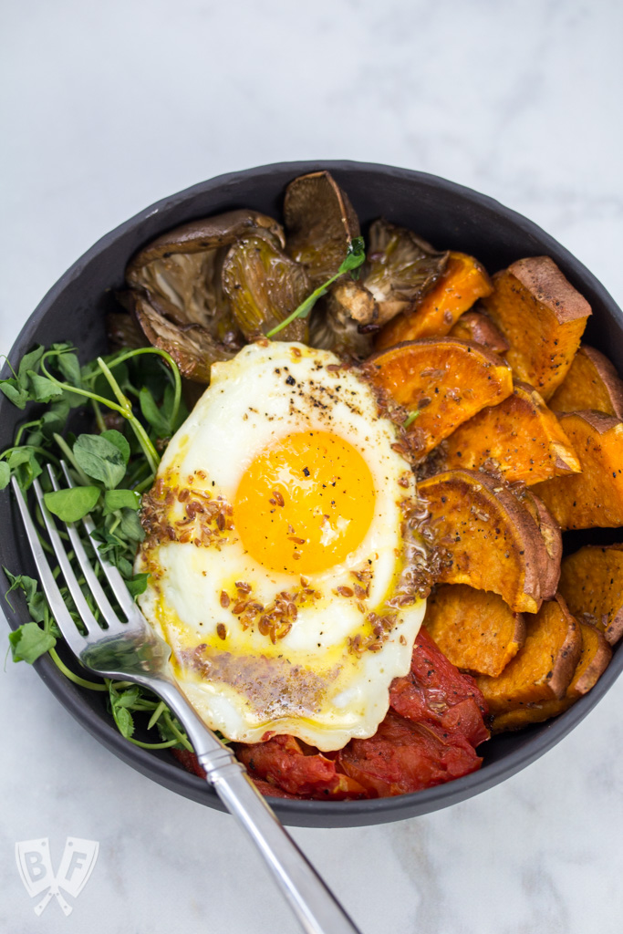 Roasted Veggie Bowls with Lemon-Flaxseed Vinaigrette: A fried egg is the perfect topping for these nutrient rich vegetarian bowls. A simple vinaigrette brightens the dish up and packs a powerful Omega-3 punch! #eatcleanwithbarleans #ad