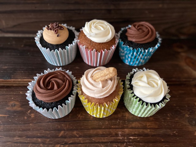 A variety of 5 cupcakes from Rolling out Memories.